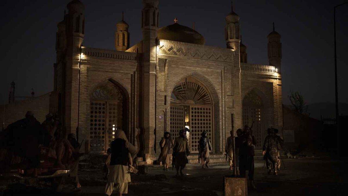 Kabul Blast: मस्जिद में ब्लास्ट के बाद तालिबान ने ISIS पर किया हमले का दावा, कई आतंकियों के मारे जाने की खबर