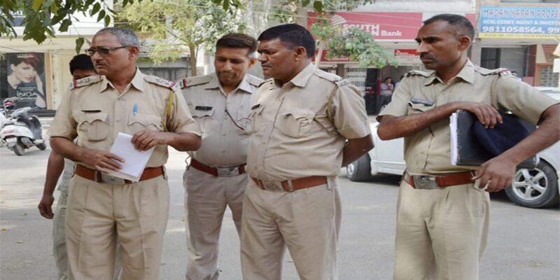 कर्नाटक: लड़के ने मुस्लिम छात्रों को चाकू मारने और झूठा केस दर्ज करने की दी धमकी, वीडियो वायरल