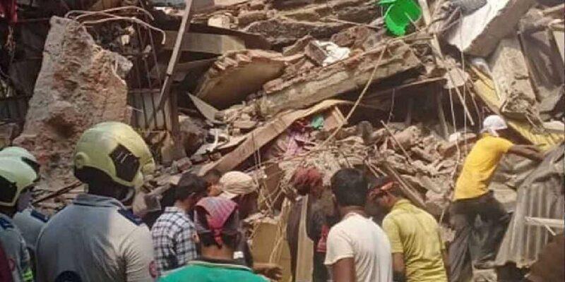 Kolkata Building Collapsed: कोलकाता में जर्जर इमारत की बालकनी का एक हिस्सा गिरा, 2 की मौत