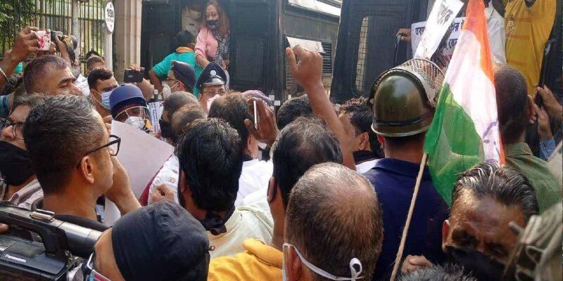 Lakhimpur Violence: बंगाल कांग्रेस ने मंत्री अजय मिश्रा के इस्तीफे की मांग को लेकर किया प्रदर्शन, अधीर चौधरी सहित पार्टी समर्थक हुए गिरफ्तार