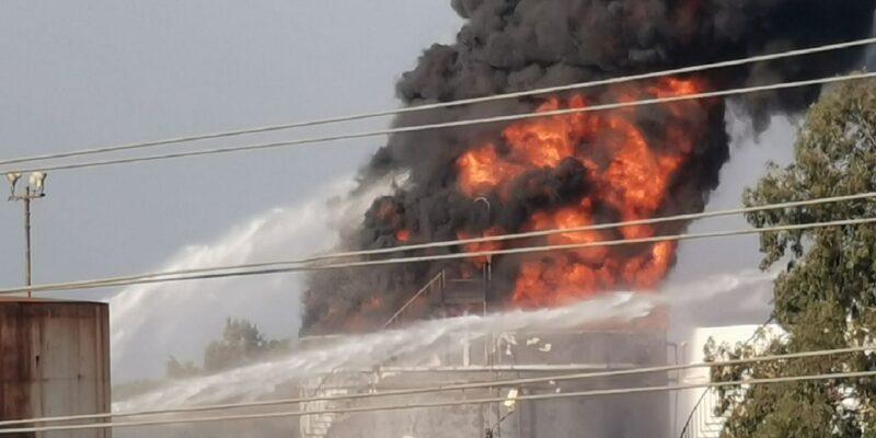 Lebanon: 'ऊर्जा संकट' के बीच ऑयल फैसिलिटी में लगी भीषण आग, लोगों को हटाने में जुटे रेस्क्यू वर्कर्स