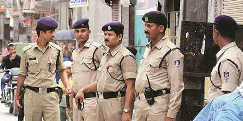 MP: इंदौर में टायर कारोबारी की हत्या कर शव जंगल में फेंका, सिर में गोली मारी, कपड़े उतारकर लाश खाई में फेंकी; दंपती गिरफ्तार