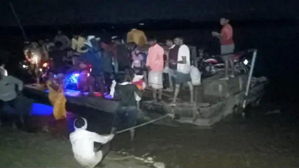 MP: तेज बारिश से अचानक बढ़ा चंबल नदी का जलस्तर, मड़राइन घाट के टापू पर फंसे 300 लोग