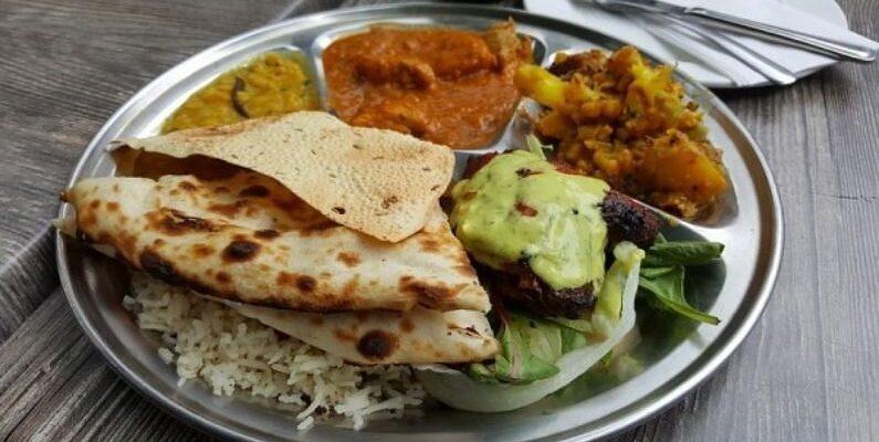 Madhya Pradesh: भंडारे का खाना खाकर एक ही गांव के 50 से ज्यादा लोगों की बिगड़ी तबीयत, जिला अस्पताल में किया गया भर्ती; 5 की हालत गंभीर