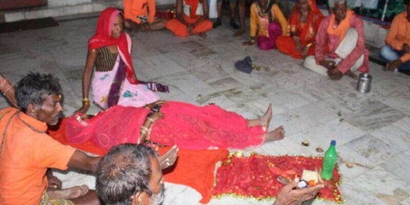 Madhya pradesh: भक्ति कहें या अंधविश्वास! मन्नत पूरी होने पर महिलाओं ने अपनी जीभ काट मां शारदा को चढ़ाई