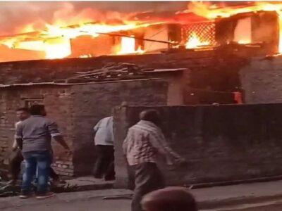 महाराष्ट्र: बीवी से झगड़ा हुआ तो अपने घर को ही लगा दी आग, आस-पास के 10 घर भी जल कर हुए खाक; देखें Video