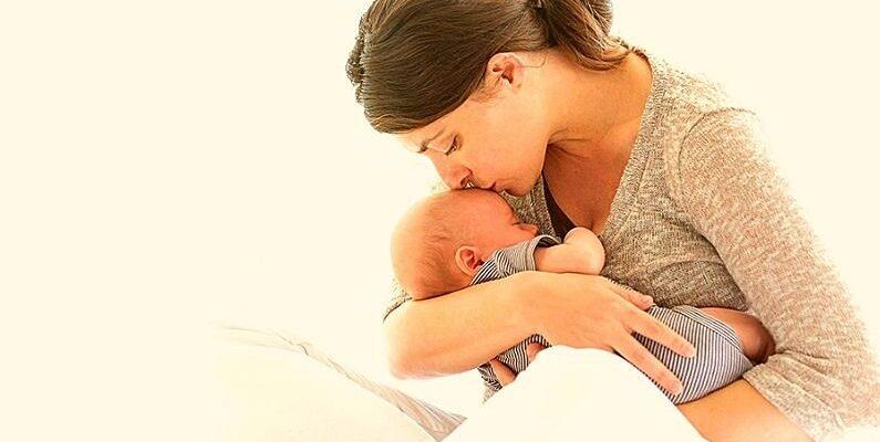 वैक्सीन से कम नहीं है बच्चों के लिए मां का दूध, जन्म के छह माह तक कराना चाहिए स्तनपान