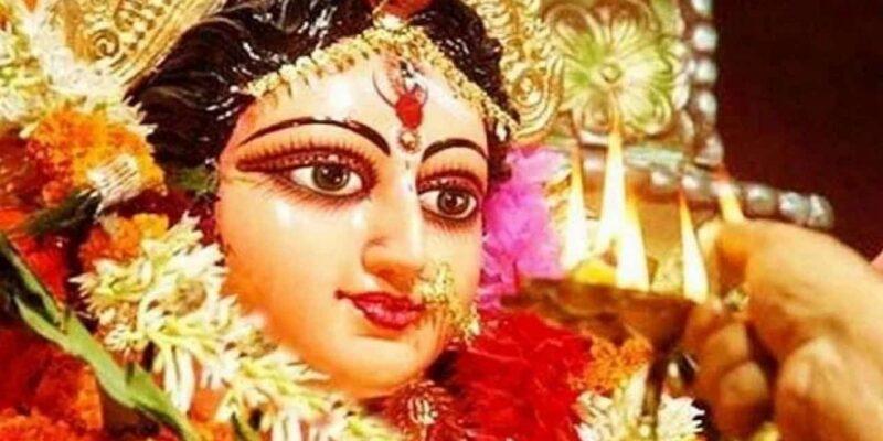Navratri 2021 : जानिए नवरात्रि में दुर्गा सप्तशती के पाठ का महत्व और पाठ करने का सही तरीका !