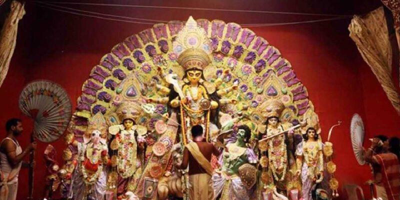 बंगाल में नवरात्रि की धूम, महाअष्टमी पर पंडालों में जुटी भारी भीड़, सौरव गांगुली, शुभेंदु अधिकारी समेत पहुंचे कई दिग्गज