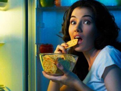 सोने से पहले कभी न खाएं ये चीजें, नहीं तो होगा बड़ा नुकसान, उम्र से पहले दिखने लगेंगे बूढ़े