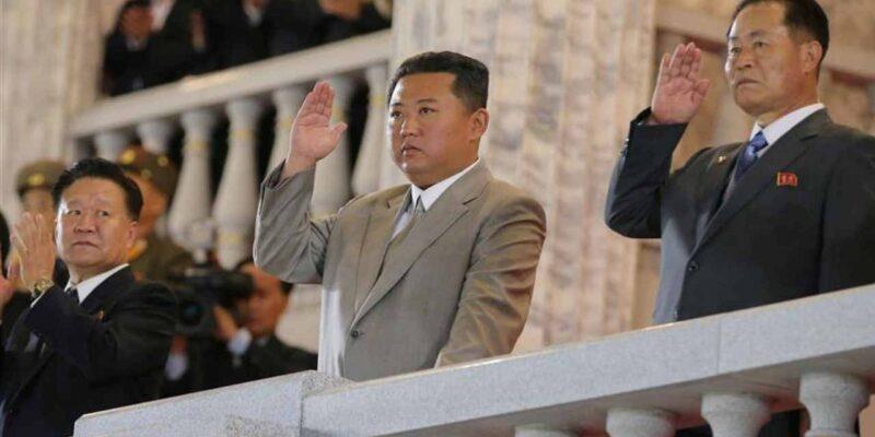 North Korea: किम जोंग उन ने खराब आर्थिक हालत के बावजूद अधिकारियों से लीविंग स्टैंडर्ड सुधारने को कहा