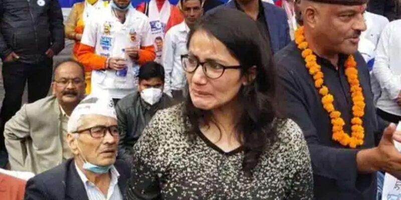 PM मोदी की बुराई सुनते ही मंच पर फफक-फफक कर रोने लगी युवती..कर्नल कोठियाल समेत AAP कार्यकर्ताओं में मचा हड़कंप