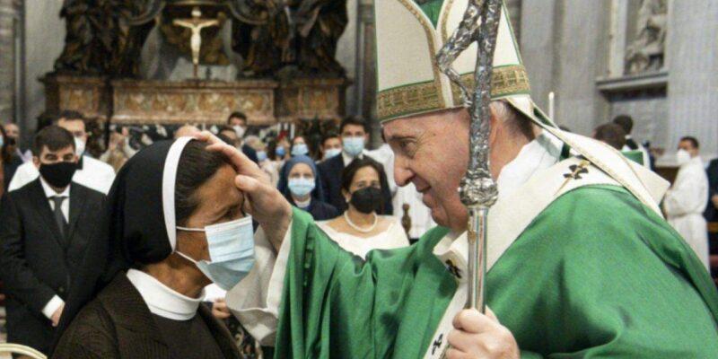 नन ग्लोरिया से मिले पोप फ्रांसिस, करीब पांच साल तक जिहादियों की कैद में रहने के बाद हुईं आजाद, मजबूरन सीखनी पड़ी कुरान