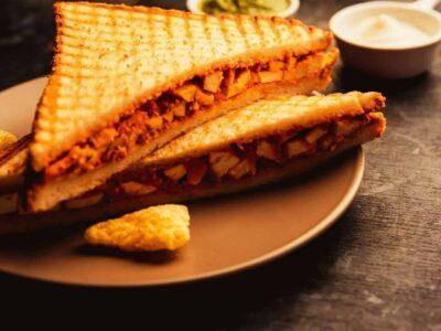 शाम के नाश्ते में गेस्ट के लिए तैयार करें ये पनीर सैंडविच, जानिए विधि