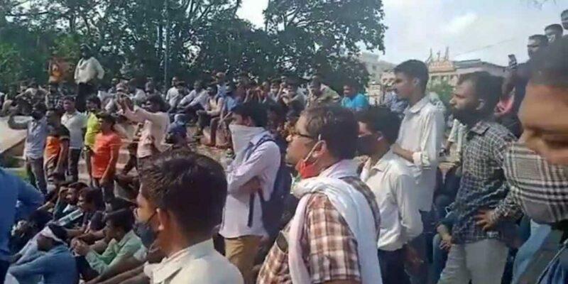 REET Paper Leak: राजस्थान में पेपर लीक मामले को लेकर सड़कों पर उतरे बेरोजगार, BJP ने की CBI जांच की मांग
