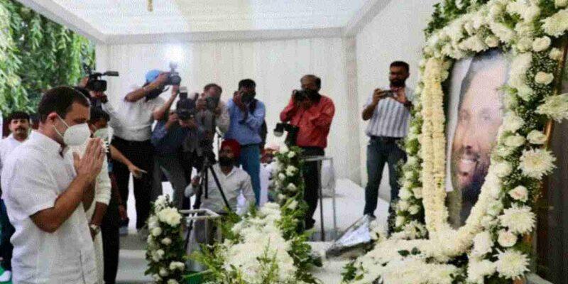 पूर्व केंदीय मंत्री रामविलास पासवान की पहली पुण्यतिथि पर श्रद्धाजंलि देने पहुंचे राहुल गांधी, RJD प्रमुख लालू प्रसाद यादव से भी की मुलाकात