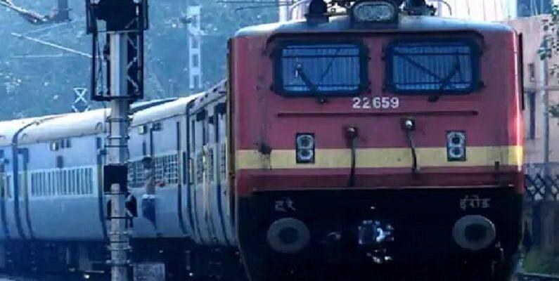 Railway Recruitment 2021: रेलवे में 10वीं पास के लिए हजारों वैकेंसी, कोई एग्जाम नहीं, ऐसे मिलेगी नौकरी