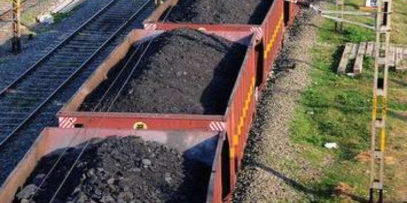 देश को बिजली संकट से बचाने को रेलवे का बड़ा कदम, पावर प्लांट को कोयला पहुंचाने के लिए 24 घंटे चल रहीं ट्रेन