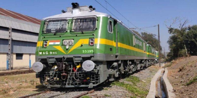 रेलवे ने इन एक्सप्रेस ट्रेनों को सुपरफास्ट में बदला, आपका भी है रिजर्वेशन तो यहां देख लें लिस्ट