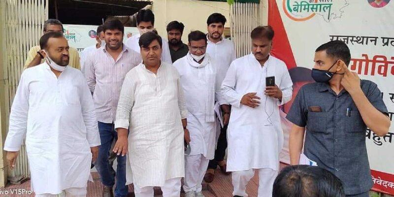 Rajasthan: REET पेपर लीक में शिक्षा मंत्री गोविंद डोटसरा भी शामिल! विपक्ष ने लगाए आरोप, सोशल मीडिया पर वायरल हो रही है आरोपी के साथ फोटो