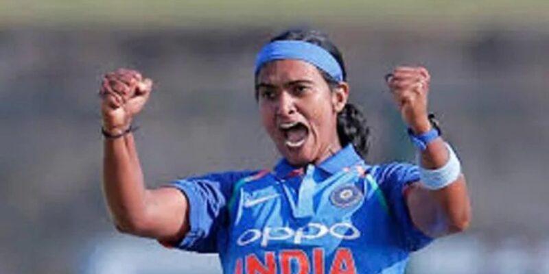 शिखा पांडे की इनस्विंगर ने बल्लेबाज को किया भौचक्का, पता नहीं लगा कब उड़े ड़ंडे, देखें वीडियो