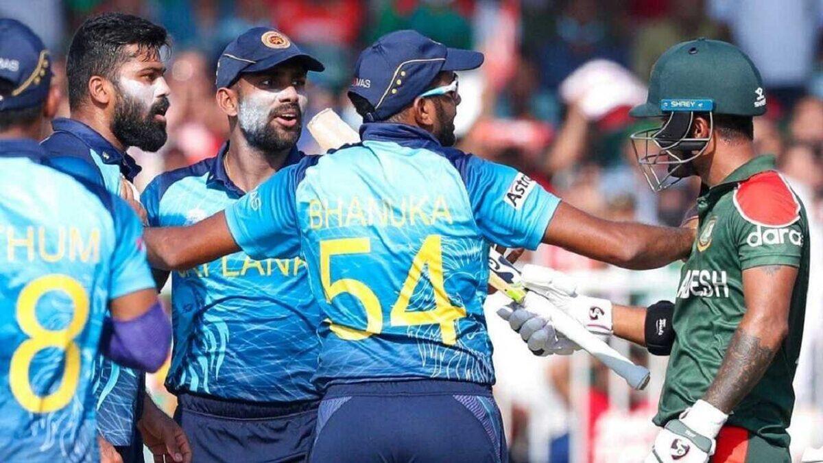 T20 World Cup 2021: 2 खिलाड़ियों को भारतीय गेंदबाज ने दी कड़ी सजा, बीच मैदान में एक-दूसरे को पीटने वाले थे!