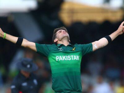 पावरप्ले में पहली बार 3 ओवर डालने वाले शाहीन ने पहले 2 ओवर में ही 2 विकेट लेकर पाकिस्तान को शानदार शुरुआत दिलाई. रोहित शर्मा (0) और केएल राहुल को पवेलियन भेजने के बाद उन्होंने कप्तान  विराट कोहली का विकेट हासिल किया था. शाहीन ने अपने चार ओवर में 31 रन दिए. शाहीन के आगे लड़खड़ाई भारतीय बल्लेबाजी को अंत तक संभलने का मौका नहीं मिला और वह केवल 152 रनों का ही स्कोर खड़ा कर सकी.