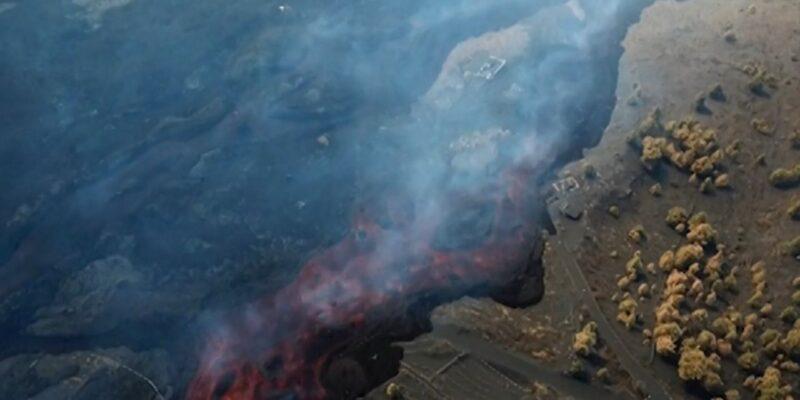 15 दिनों से लगातार बह रहा धधकता हुआ 'लावा', ज्वालामुखी विस्फोट ने मचाई तबाही, घर छोड़ने को मजबूर हुए सैकड़ों लोग