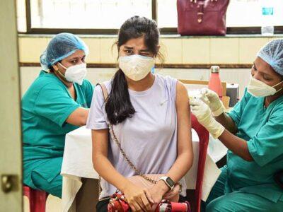कोरोना वैक्सीनेशन में तेजी के कारण काबू में आया वायरस, मगर अब भी कम नहीं खतरा, एक चूक भी पड़ सकती है भारी