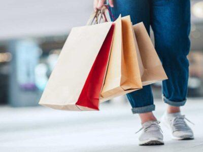 पत्नी ने खरीदा इतना महंगा कोट तो पति ने शॉपिंग पर लगा दी रोक, फिर लोगों ने जमकर लगाई लताड़