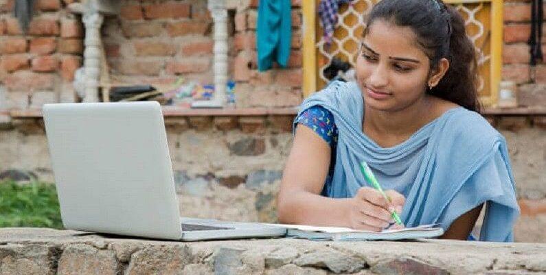 UP Free Laptop Yojana 2021: यूपी में फ्री लैपटॉप योजना के लिए ऐसे करें अप्लाई, जानें किसे मिलेगा लाभ