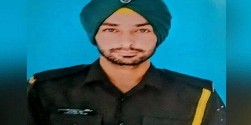 Uttar Pradesh: शहीद सारज सिंह के घर छाया मातम, मां बोली अब कौन पूछेगा की दवाई खाई या नहीं खाई; पिता ने कहा नहीं चाहता था बेटा सेना में जाए