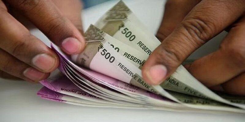 Uttarakhand: CM धामी ने लिया अहम फैसला! सरकारी कर्मचारियों का बढ़ा DA, जानिए कितने फीसदी हुआ फायदा