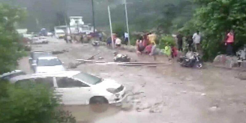 Uttarakhand Cloud Burst: चमोली में बादल फटने से बाढ़ की चपेट में आए BRO के मजदूर, ऋषिकेश-बदरीनाथ हाईवे बंद