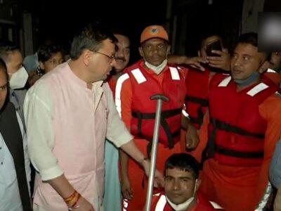 Uttarakhand Flood: देर रात तक बाढ़ पीड़ितों के बीच रहे CM पुष्कर सिंह धामी, दिल्ली दौरे समेत सभी कार्यक्रम किए रद्द