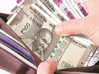 Vastu Tips : पर्स में भूलकर न रखें ये चीजें, वरना हो सकती है पैसों की तंगी
