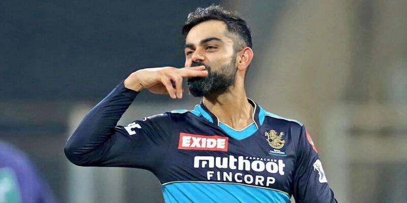 विराट कोहली की आईपीएल में रॉयल चैलेंजर्स बैंगलोर के कप्तान के रूप पारी का अंत हो गया. आईपीएल 2021 के दूसरे हाफ के शुरू होने से पहले उन्होंने कप्तानी छोड़ने का ऐलान किया था. विराट कोहली कप्तान के रूप में अपने आखिरी आईपीएल में प्लेऑफ तक पहुंचे लेकिन टीम का खिताबी सूखा समाप्त नहीं कर पाए. आईपीएल में टीम का नेतृत्व करने की उनकी क्षमता पर लगातार सवाल उठते रहे हैं. ऐसे में अब जब उन्होंने केवल खिलाड़ी के रूप में खेलने का फैसला किया है तब भी यह सवाल बना हुआ है.