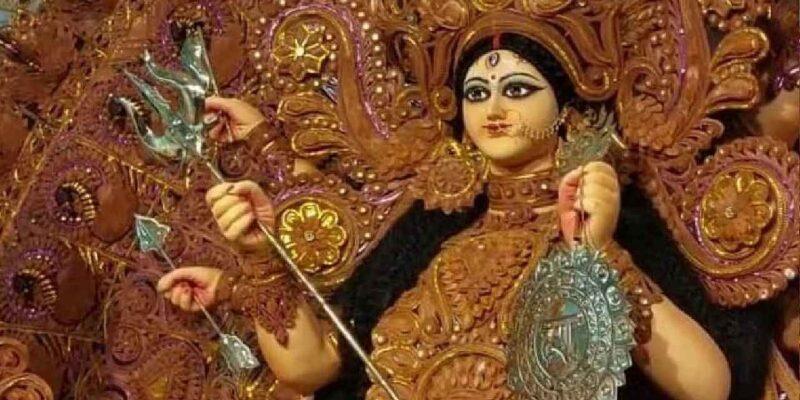 West Bengal Durga Puja: बंगाल के हर गली-चौराहे में दुर्गा पूजा की धूम, देखें पूजा पंडालों की एक झलक