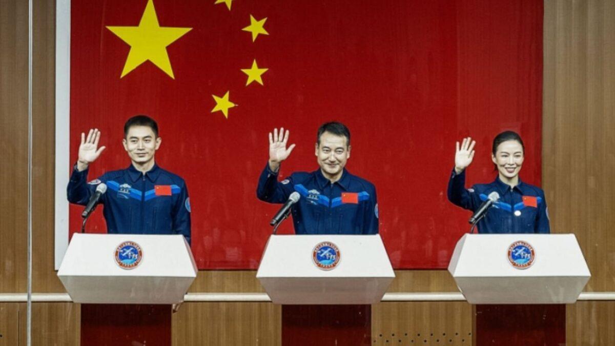 चीन के अंतरिक्ष स्टेशन के अंतरराष्ट्रीय अंतरिक्ष स्टेशन (आईएसएस) का प्रतिस्पर्धी होने की संभावना है, जो पृथ्वी की निचली कक्षा में मॉड्यूलर अंतरिक्ष केंद्र है. आईएसएस नासा (अमेरिका), रोस्कोमोस (रूस), जाक्सा (जापान), ईएसए (यूरोप) और सीएसए (कनाडा) की परियोजना है. आईएसएस के काम करने की अवधि समाप्त होने के बाद चीन का तियांगोंग इकलौता अंतरिक्ष स्टेशन हो सकता है.