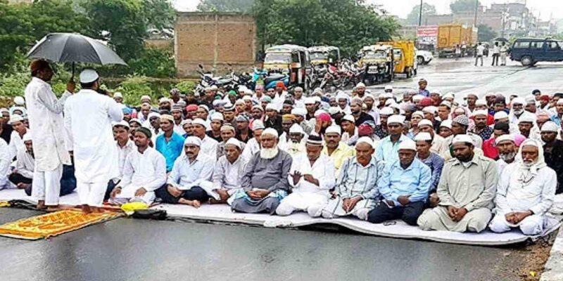 जब सड़क पर नमाज़ पढ़नी है तो मस्जिद क्यों बने हैं?